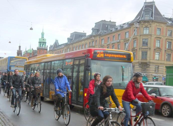コペンハーゲンの自転車通勤風景