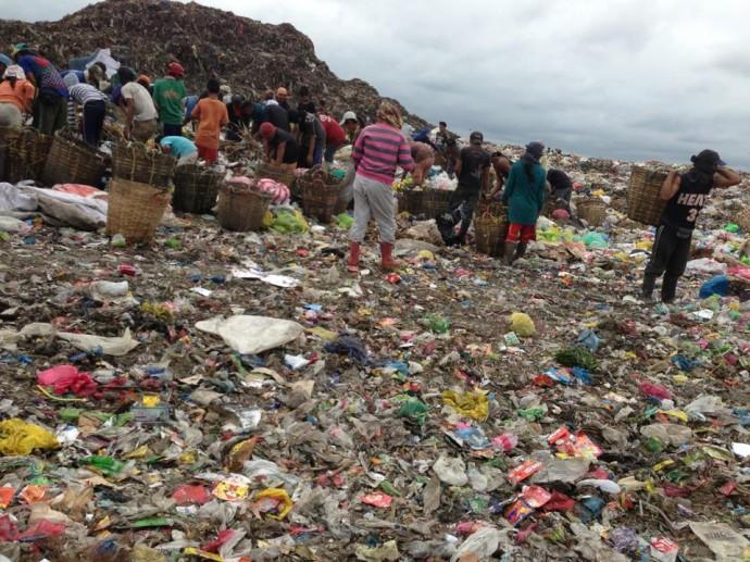 フィリピンのゴミの山スモーキーマウンテン