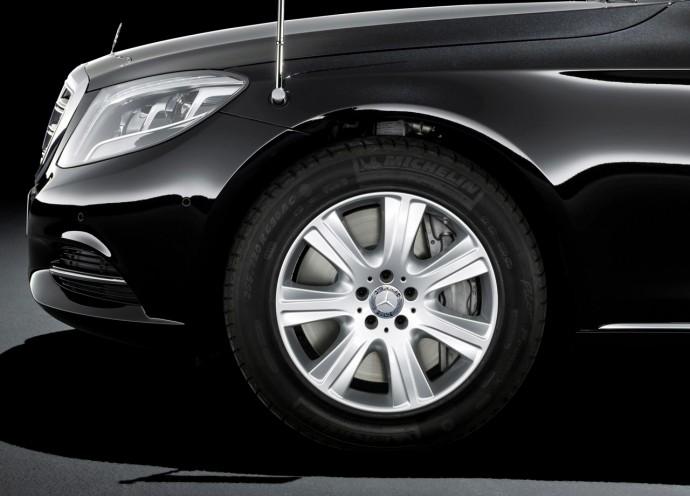 Mercedes-Benz_S600_Guard