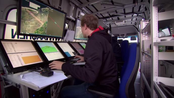 DHLパケットコプターを地上から監視