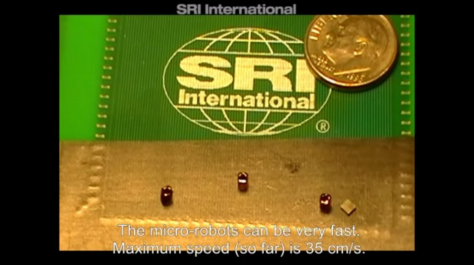 高速で移動するコインより小さなロボット