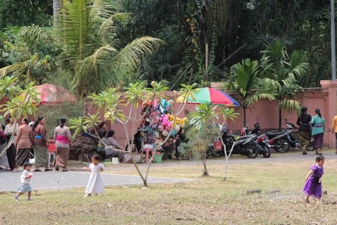 バリ島 葬式 お祭り