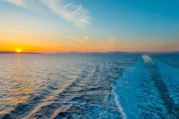 洋上で水素