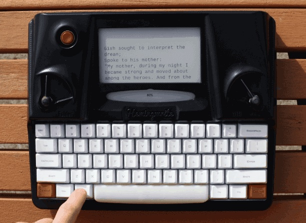Hemingwrite01