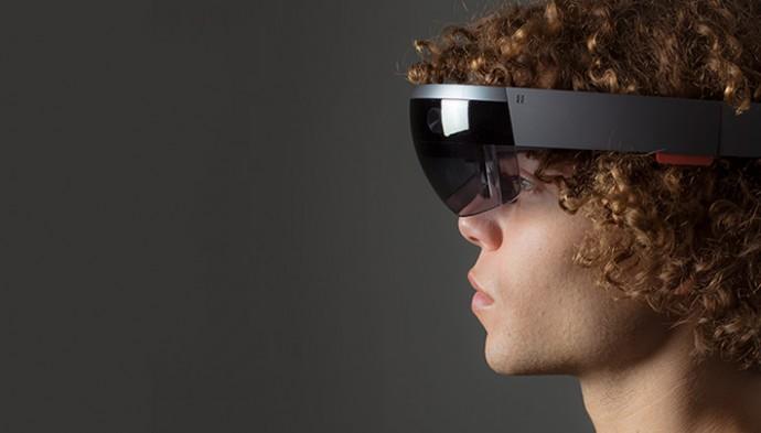 Microsoftの新デバイスは現実と仮想現実を融合させる