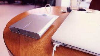 Macもカメラもテレビも!なんでも充電できるモバイルバッテリー