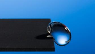 水が超絶ジャンプ!レーザー加工でありえない撥水加工が実現