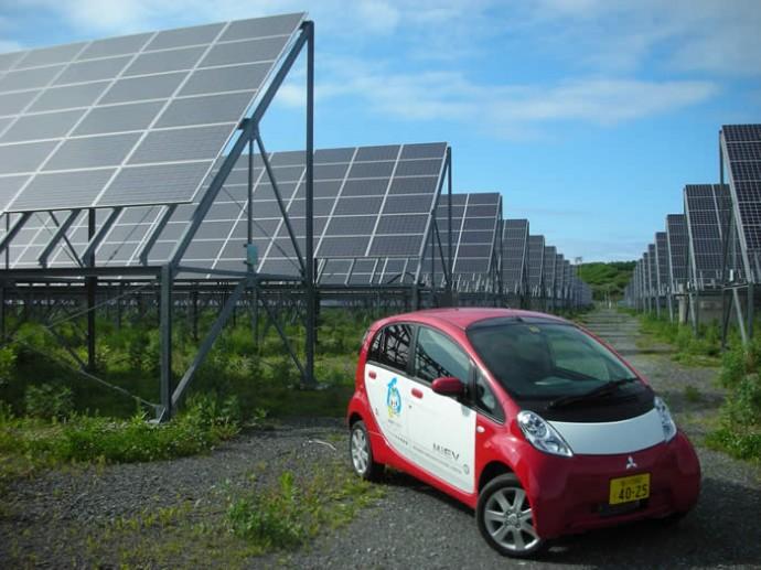 発電量が3割UP!両面太陽パネルで「反射光」も取り入れるメガソーラー
