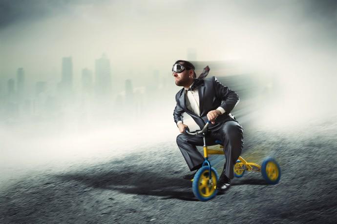 未来のクルマは自転車の接近を「肩たたき」で教えてくれるようになる?