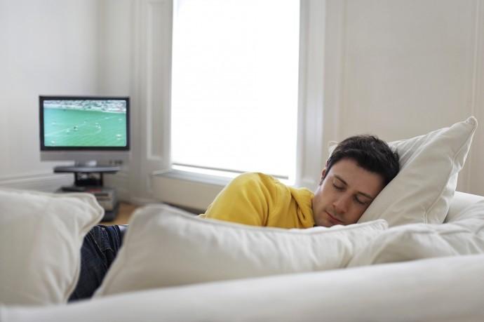 寝落ちしても安心!居眠りに反応して自動TV録画してくれる「KipstR」