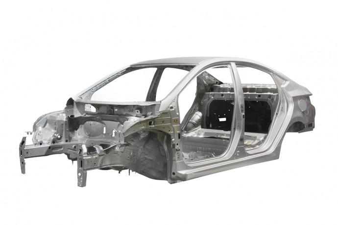 チタンを凌駕する強さを持つ「鉄合金」が未来の自動車を軽くする