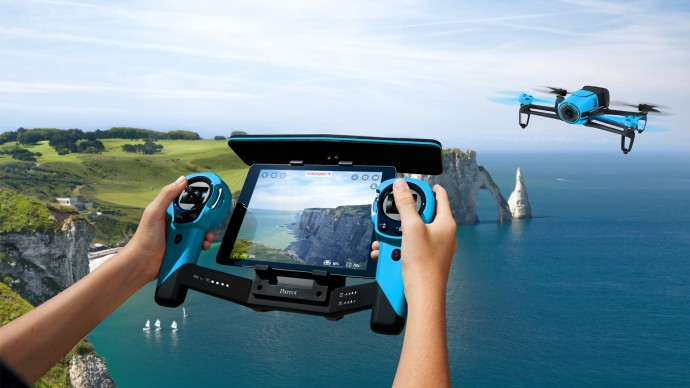 スカイコントローラーで空を制覇できる最強マシン「Bebop Drone」