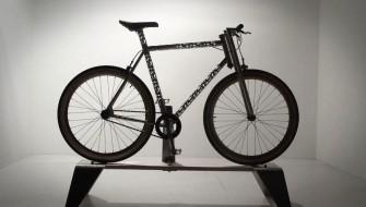 フレームがもはや彫刻!自分のためだけにオーダーできるアートな自転車
