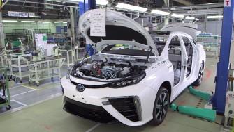燃料電池自動車「MIRAI」が丸裸に!トヨタが組み立てラインを動画で初公開