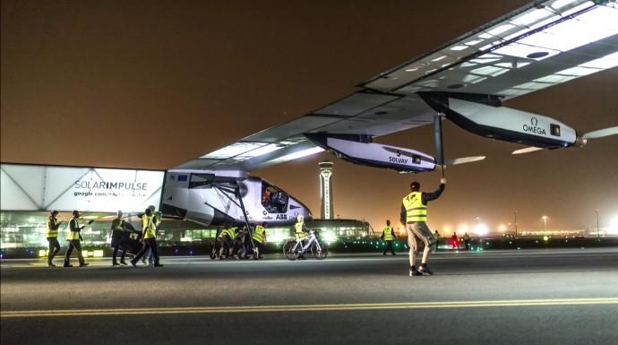 太陽光エネルギーだけで世界一周!ソーラー飛行機が示す未来