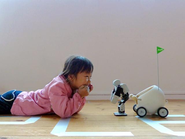 親しまれるロボットPLEN2