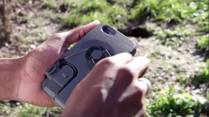 100秒回してiPhoneが1時間分チャージできる「人力発電」スマホケース