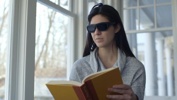 気が散って集中できない? そんな時に脳トレができるメガネはいかが