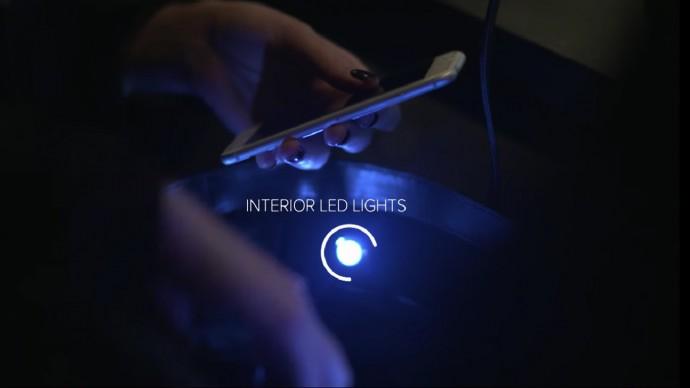LEDで鞄の中も見やすい