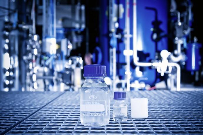 水と二酸化炭素からできる「ディーゼル燃料」世界で初給油