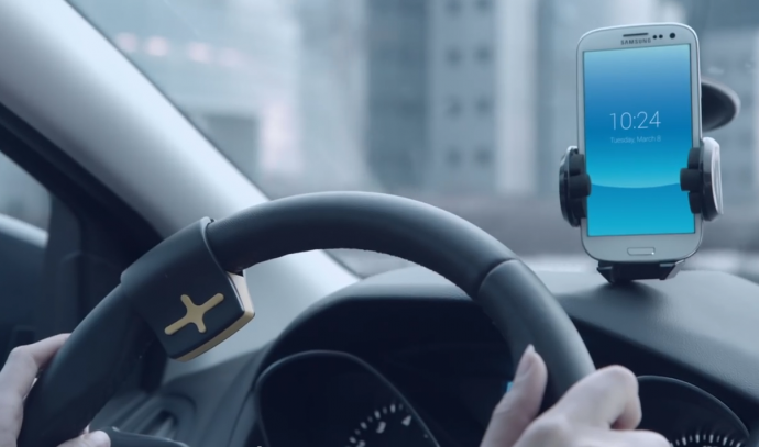 運転中にスマホのメッセージを読み上げてくれる便利グッズ「RayGo」