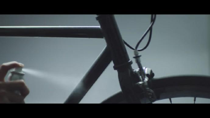 自転車にスプレー