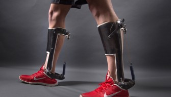 「Nature」誌で発表!機械的なクラッチが歩行をより効率的にする外骨格が登場
