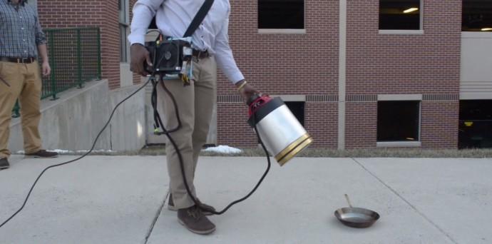 音で炎を消す「音波」消火器!なかでもヒップホップの低音が効果大だった
