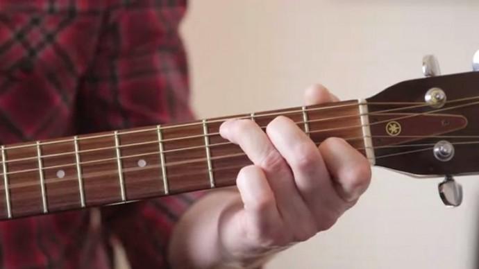 どこでも弾けて作曲にも使えるスマートギターが登場!アプリ連動すればゲーム感覚で練習できる