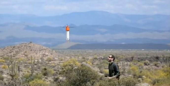 まるで空飛ぶ水筒?新しい形状のドローンは非常にポータブル