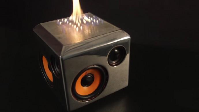 音楽に合わせて炎が踊る?ちょっと恐ろしい燃えるスピーカー