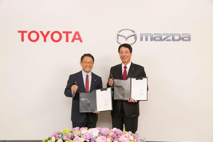 トヨタ自動車・マツダが環境技術などで協業を発表