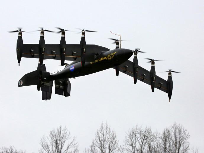 何に使われる?10基のプロペラを持つ垂直離着陸機をNASAが開発中