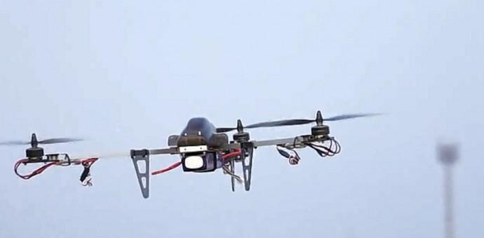 ハイパワーかつ多彩な機能が付いたアクロバティックマルチコプター「BlackOps Tricopter」