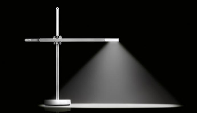 ダイソン創業者の息子が開発した37年間使えるライトがスゴすぎ