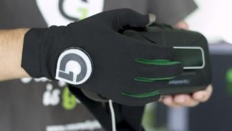 VR内の映像を触ることができる!体感型のグローブ「Gloveone」