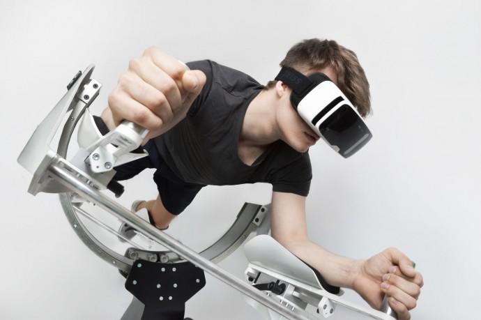 仮想現実内で飛ぶ感覚を味わえるVRガジェット「ICAROS」