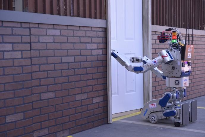 米DARPA競技にみる次世代災害救助ロボットは2段階変形の「トランスフォーム型」!?