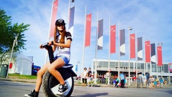 航続距離最大35kmで最高速度は25km/h!セグウェイみたいな一輪バイク「MOTO POGO」