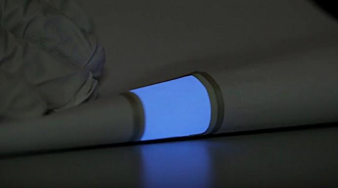 曲げたりプリントしたり?ペラペラな次世代照明パネルがもつ可能性