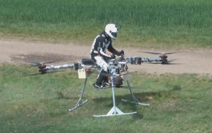 スターウォーズの乗り物そっくり!空飛ぶ電動バイク「Flike」が実験成功