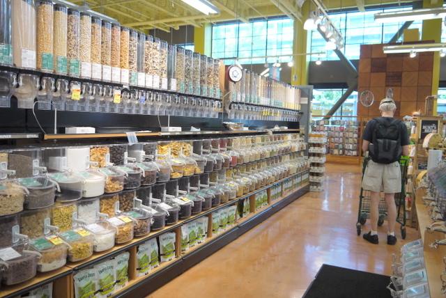 環境へのインパクト減!米国スーパーで定着する「ゴミを出さない売り方」
