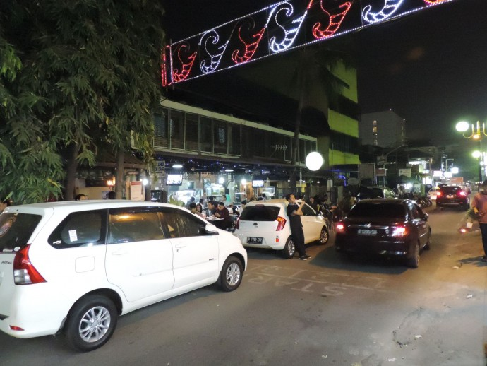 ジャカルタの車道