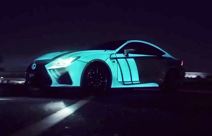走行中の心拍数にシンクロして発光する「Lexus RC F」