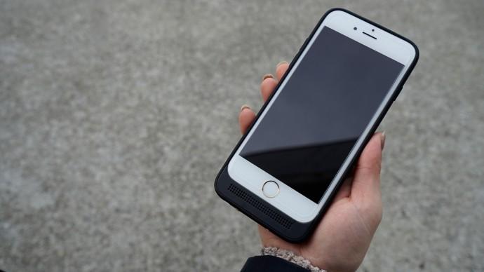 薄さの追及やストレージ拡張機能まで?アイデア光る「iPhone 6用バッテリー付きケース」3つ