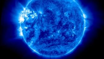 地球からでは見えない太陽をNASAが公開・・・なぜ青い