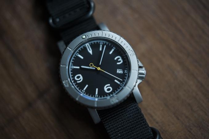 チタン製軽量ハイブリッド腕時計「COURG」