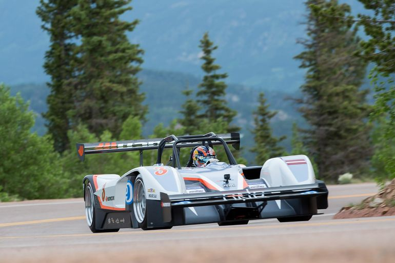 1368馬力のEVが米伝統の山岳自動車レースでガソリン車を破った!