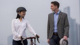 通勤でも使える!スタイリッシュな自転車用「折りたたみヘルメット」
