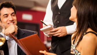 店員はたった1人! iPadでコントロールされた「スマート飲食店」